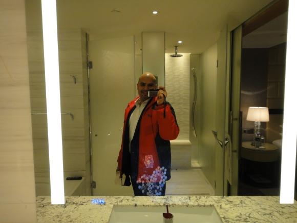 Shangri-La Premier room bathroom