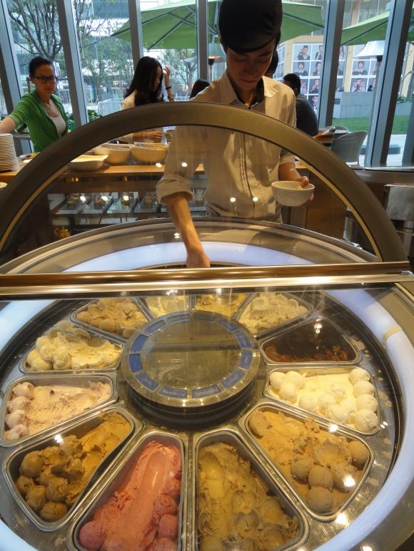 Ice-cream rotator wheel